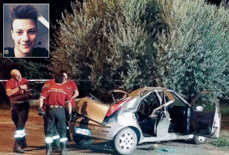 L'auto disrtutta dove è morto il 16enne Donato Paradiso