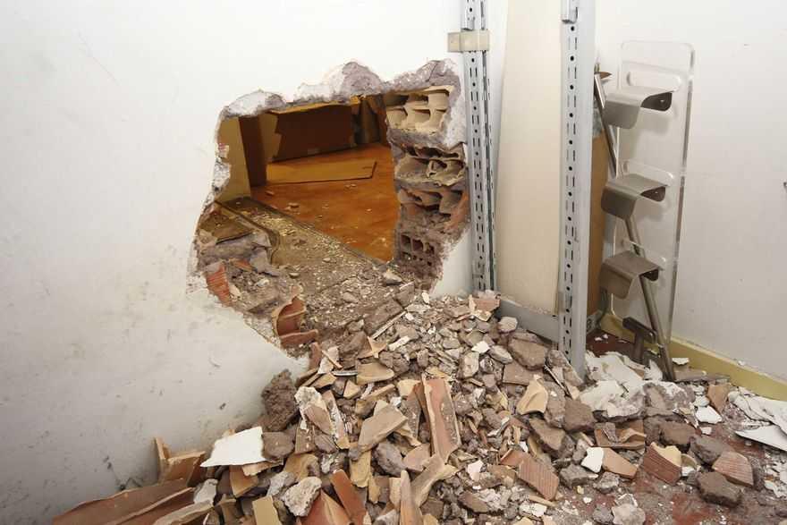 Sicilia, smantellata la banda del buco. Arrestato direttore di banca. (Photo web Barsoum/Toiati)
