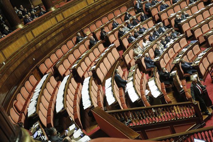 Banchi opposizione vuoti in Senato durante il voto finale al decreto sulle riforme costituzionali