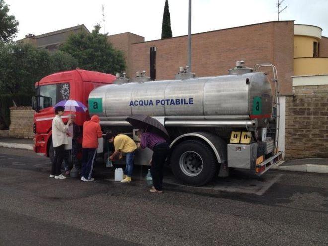 Autocisterna Acqua potabie Emergeza idrica Messina senza acqua