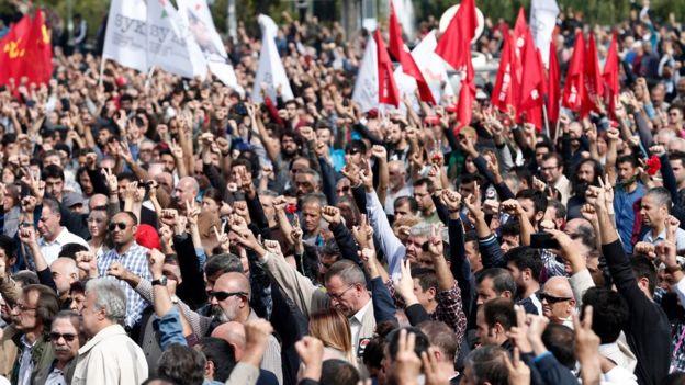 Folla di manifestanti Ankara