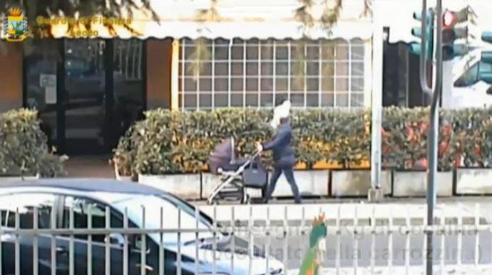 Una donna trasporta la cocaina nel passeggino (Gdf)