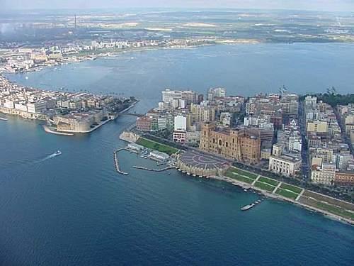 Taranto, mazzette su appalti Marina militare, arrestati 2 ufficiali