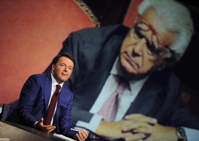 Matteo Renzi a In Mezz'ora torna incubo del canone in bolletta