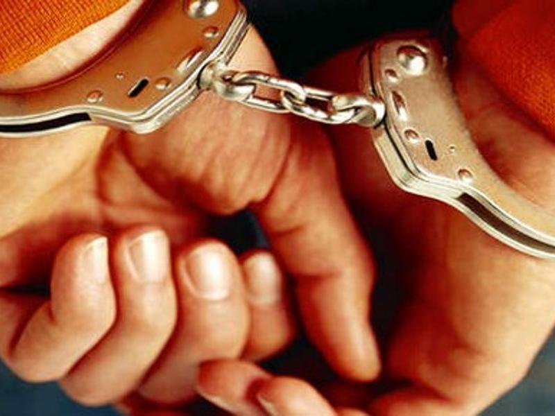 Pinerolo, voleva ricucire con le forbici il rapporto con l'ex moglie. Arrestato