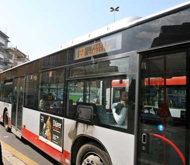 Roma, disabile minorenne picchiato da balordi su un bus . Arrestati due albanesi