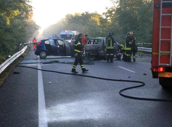 Torino, scontro frontale all'alba. 3 morti carbonizzati: due giovani e un agente Mattia Battilomo