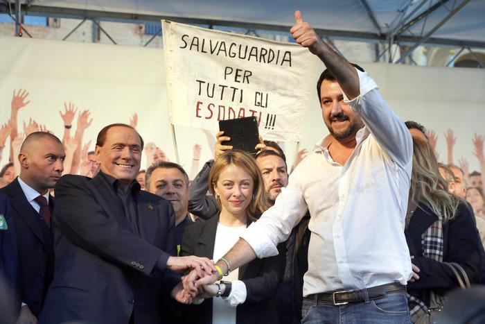 Berlusconi Meloni e Salvini a Bologna