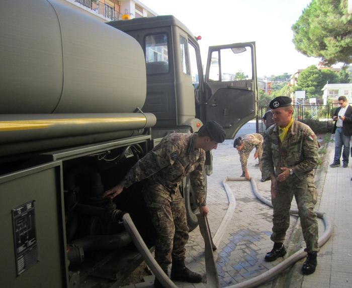 Militari dell'Esercito già al lavoro a Messina