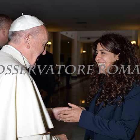 Il Pontefice con Francesca Immacolata Chaouqui, la presunta talpa in Vaticano arrestata e rilasciata per la Vatileaks 2