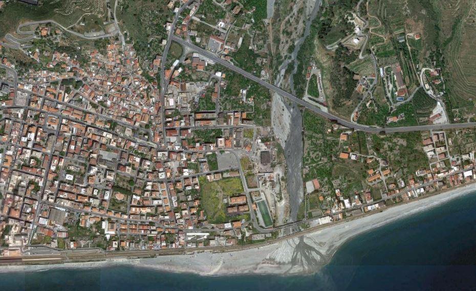 Melito Porto Salvo, villette vicino una fiumara. Sequestri e 8 indagati