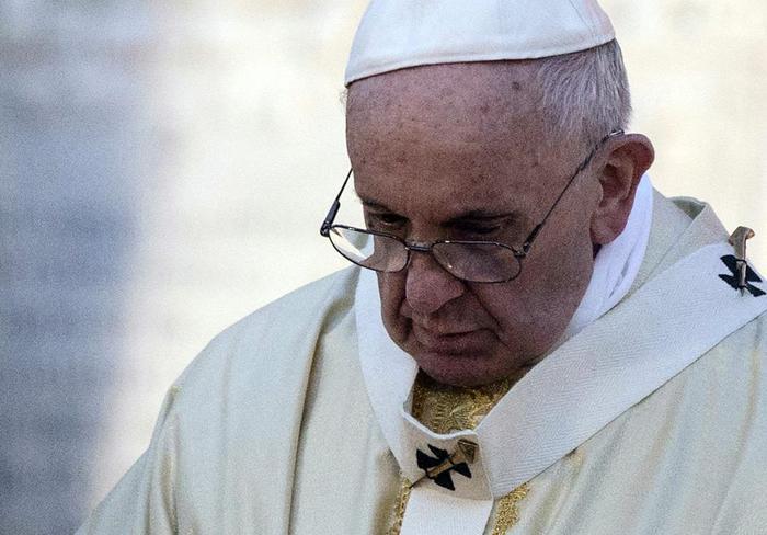 """Papa Francesco: """"C'è chi usa la Chiesa per denaro e potere"""""""