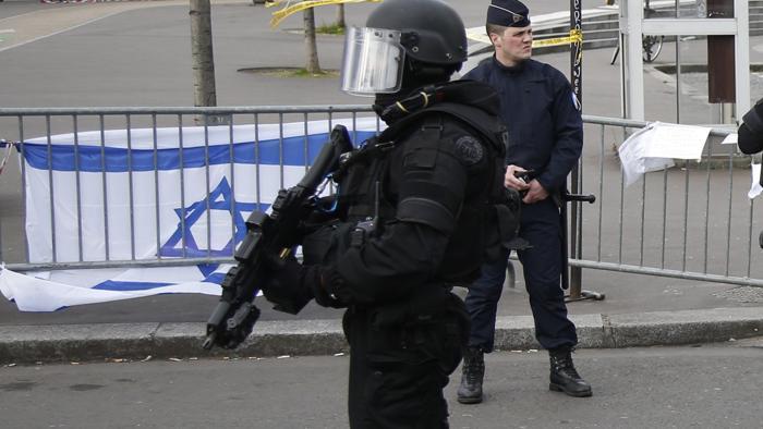 """Francia, docente ebreo accoltellato da """"jihadisti"""" a Marsiglia"""