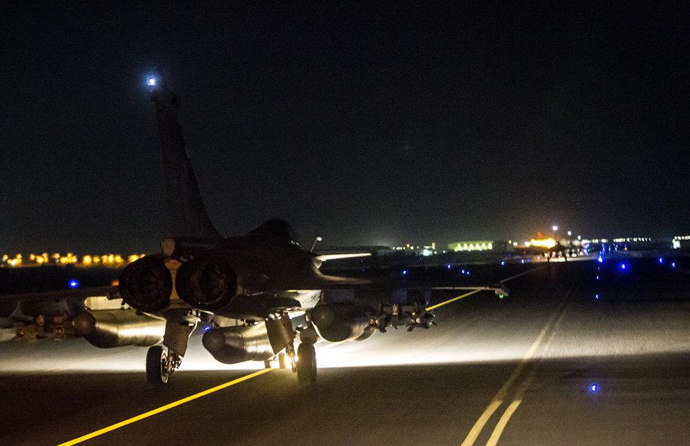 Raid aerei francesi contro Isis a Raqqah in Siria - Opération CHAMMAL