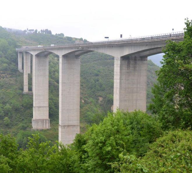Suicidio a Cosenza. Bancario si lancia nel vuoto da viadotto sull'A3 ad Altilia