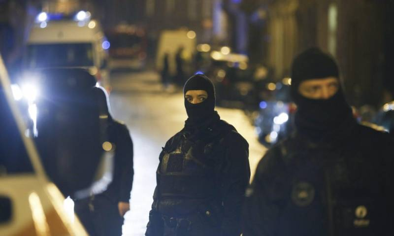 Terrorismo, arrestati tre siriani e un pakistano con passaporti falsi