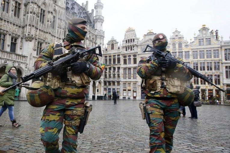 Militari in controlli anti terrorismo a Bruxelles, in Belgio