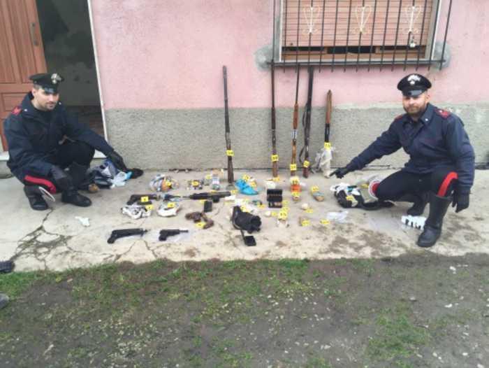 'Ndrangheta, trovato un arsenale di armi ed esplosivi GIOIOSA IONICA (REGGIO CALABRIA)
