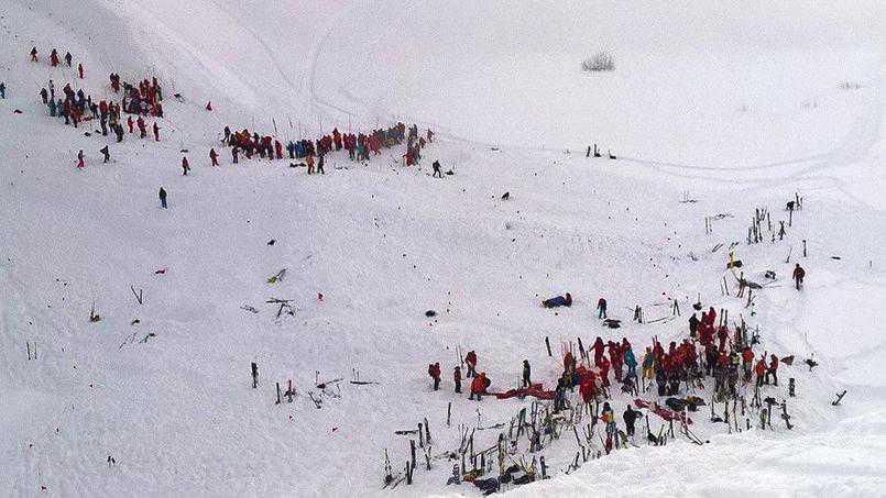 Alpi francesi, valanga travolge studenti. Morti e feriti