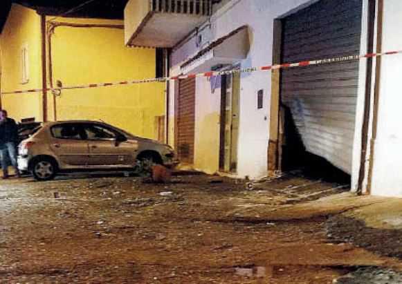 Lamezia Terme, bomba a casa di un agente penitenziario