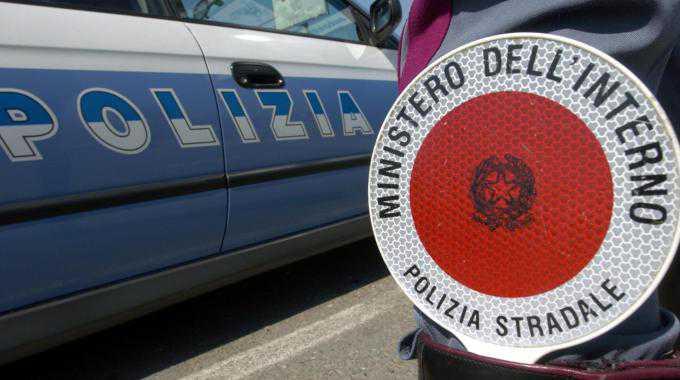 Cosenza, tenta di investire agente Polstrada. Arrestato