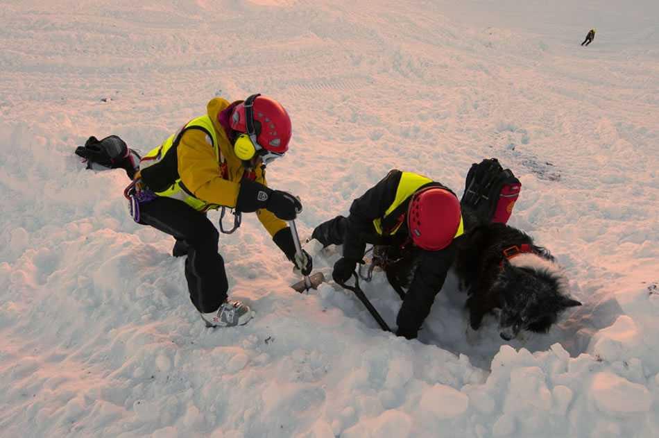 Slavina travolge e uccide due sciatori nel Canton Vallese