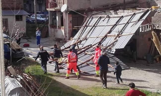 Raffiche di vento a Cosenza. Molti danni e disagi