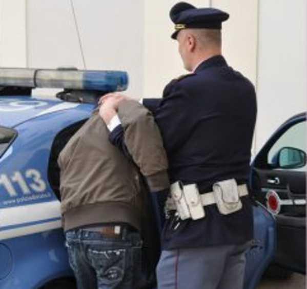 Tentano furto di un furgone, 3 arresti a Cosenza