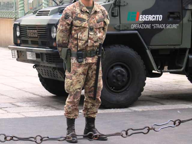 Vibo Valentia, aggredisce soldati e carabinieri. Arrestato Salvatore Roseto