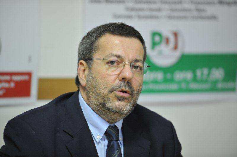 Corruzione, arrestato Mimmo Consales, sindaco di Brindisi