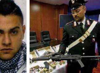 Da sinistra Antonio illuminato a destra il e il Kalashnikov