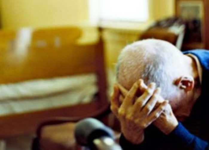 Simulano relazione e ricattano anziano. 2 rom arrestati a Torino