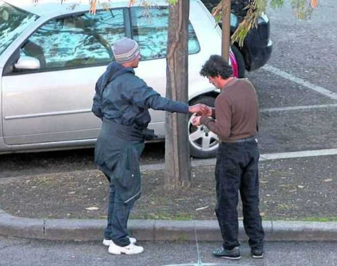 """""""Pizzo"""" di 2 euro su parcheggi in Fiera. Perquisiti e multati abusivi (Foto repertorio)"""