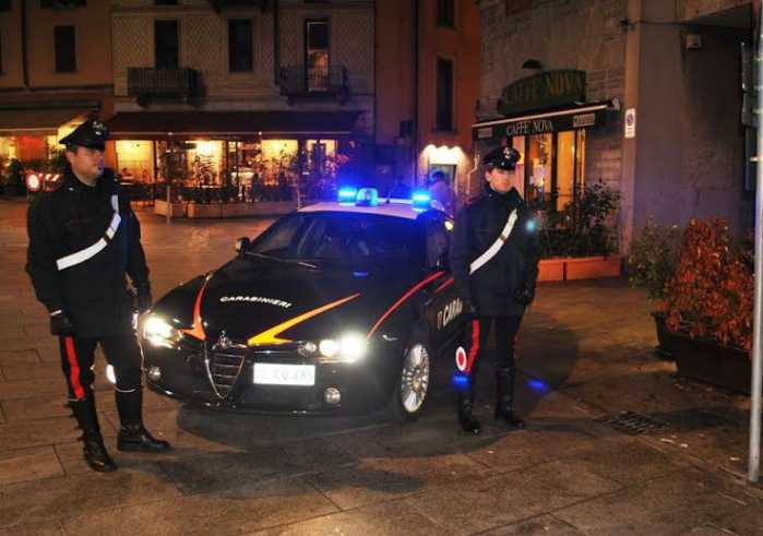Villa Literno (Caserta), vede i ladri e spara. Un morto