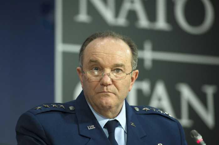 Breedlove (Nato) lancia l'allarme terroristi Isis tra i migranti