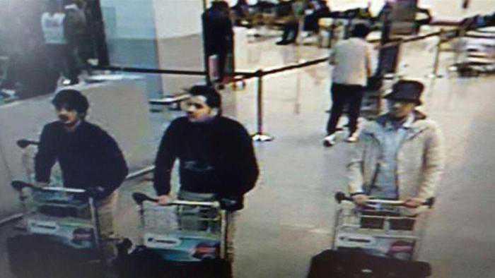 """Attentati Bruxelles, procuratore: """"Sono 4 i terroristi. Uno in fuga"""" Ibrahim Bakraoui e Khalid Bakraoui"""