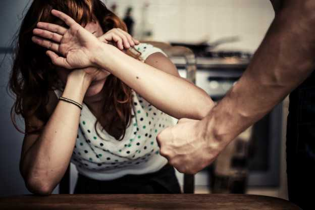 Maltrattamenti . Piacchiava moglie e figlio di 5 mesi. Condannato e arrestato SOVERIA MANNELLI (CATANZARO) - Sant'Eufemia d'Aspromonte