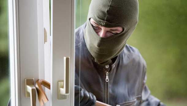 Terrore nella notte a San Fili (Cs). Banda assalta villa di medici