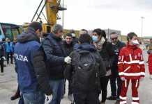 Sbarchi Crotone: arrestato un somalo. Aveva passaporto falso