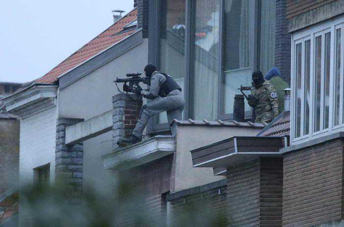 Bruxelles, blitz dopo Parigi. Ucciso terrorista ma non è Salah