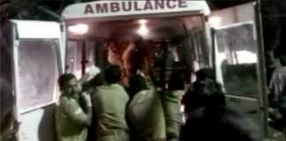 Fuochi al tempio di Puttingal, in India. Più di 100 morti
