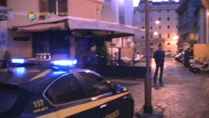 Corruzione, arrestati a Roma un vigile e 2 imprenditori calabresi