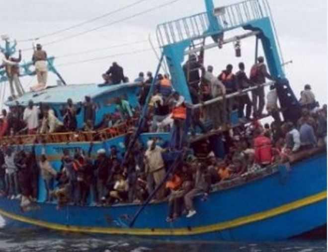 gommone con migranti