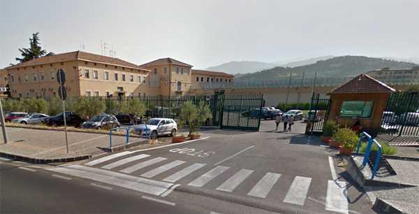Detenuto evade dal carcere di Cosenza, è caccia all'uomo. Posti di blocco ovunque