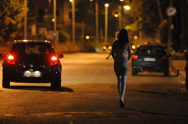 Corigliano, multati 3 prostitute e 4 clienti. Sequestrate auto