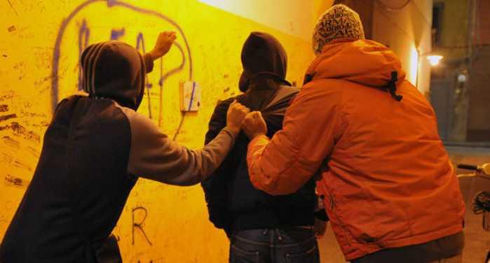 Rapinavano coetatei. 4 giovani in manette a Gorgonzola