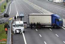 Banditi assaltano furgone portavalori sull'A14. Via col bottino