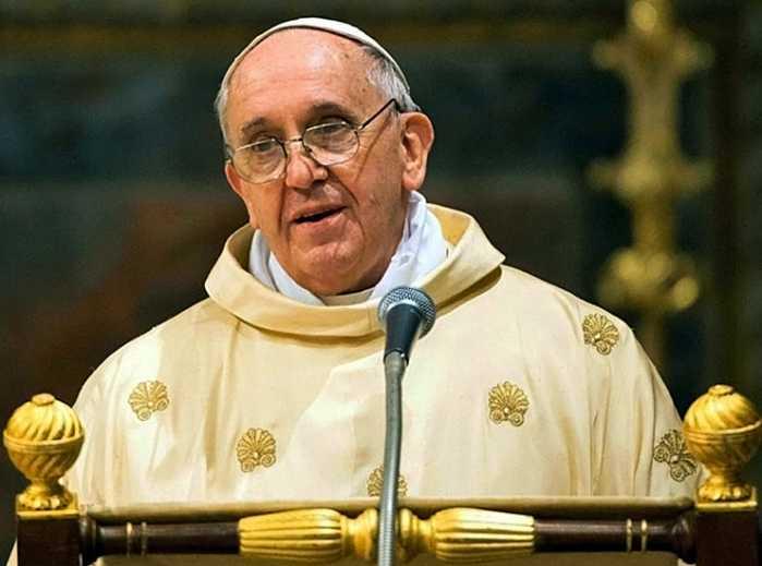 """Papa Francesco alla Chiesa: """"Nessuno di noi può dirsi pulito"""""""