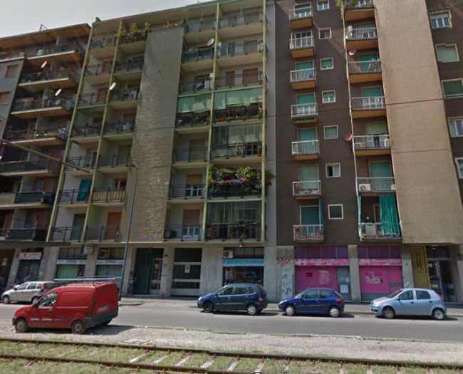 Milano, donna butta figlie dalla finestra. Arrestata. Piccole salve