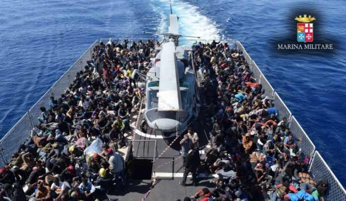 Al porto di Vibo approda nave con 761 migranti